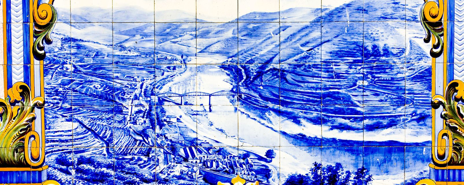 Azulejos , Azulejos tiles at Pinhao railway station , Portugal