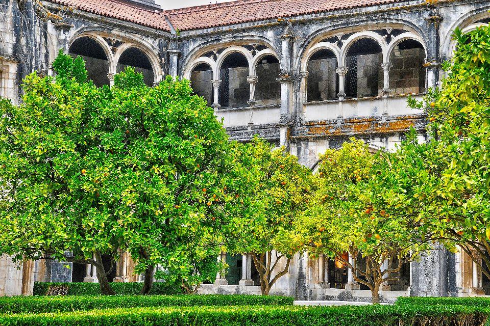 Monastère de Santa Maria à Alcobaça , Vue latérale , Portugal