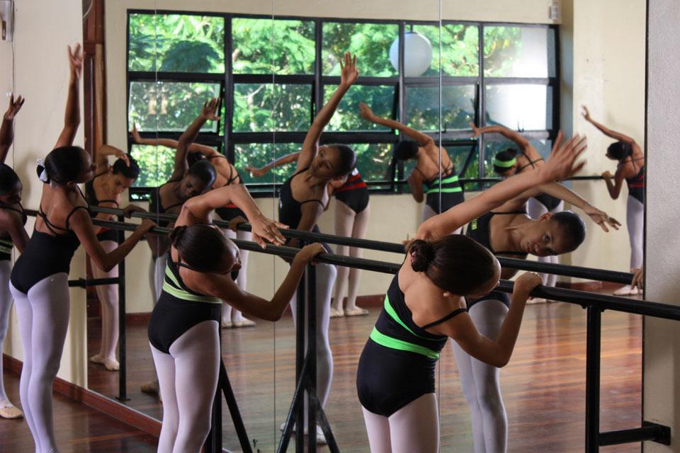 La musique , Leçon de danse dans l'Alcazar de Colon , République dominicaine