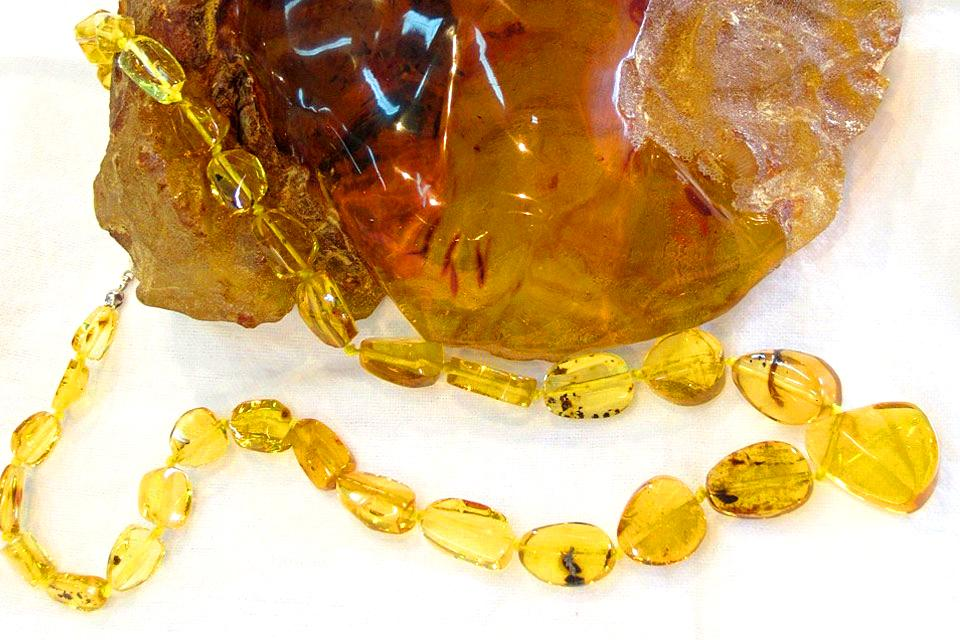 Major amber reserves , An amber necklace , Dominican Republic