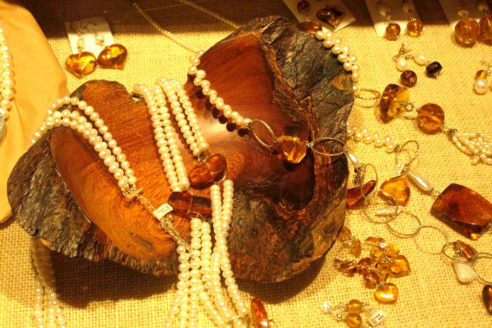 Major amber reserves , Amber-based jewellery , Dominican Republic