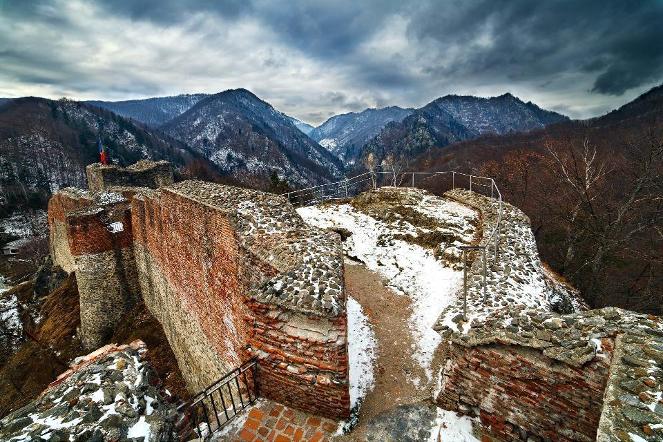 Los castillos de Drácula , Una posición eminentemente estratégica , Rumanía