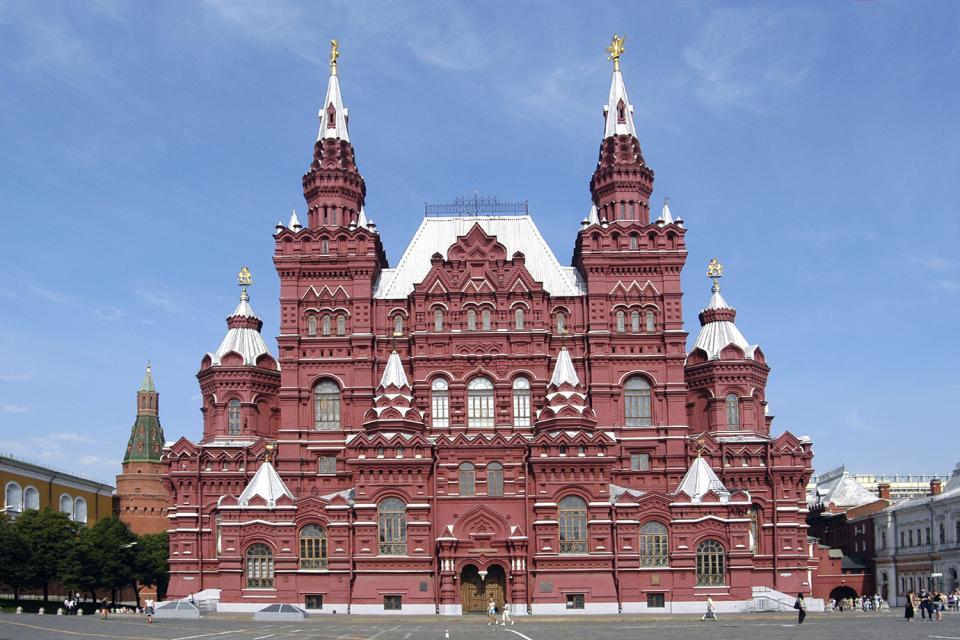 Die Museen , Die rote Fassade des Historischen Museums , Russland