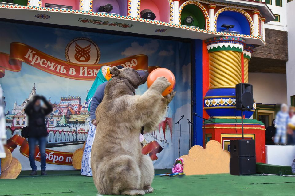 A fire-eater, Circuses, Activities and leisure, Moscow, Moscow and central Russia