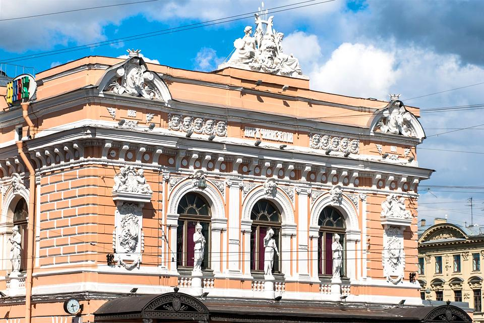Puppets and circuses , Russia