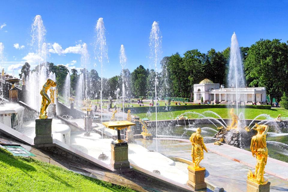 Le palais de Petrodvorets , Fontaines et statues , Russie
