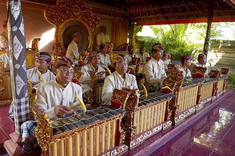"""Gli spettacoli , Il """"gamelan"""" , Indonesia"""