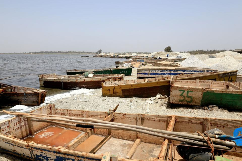 Le lac Rose , The banks of Lac Rose , Senegal