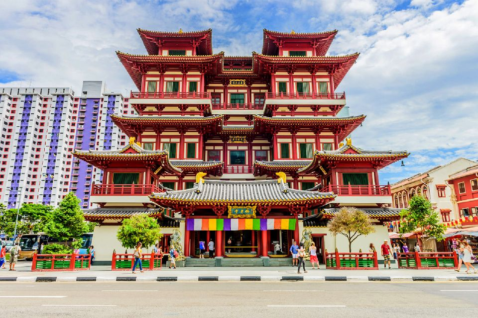 Chinatown , Contrast between tradition and modernity , Singapore