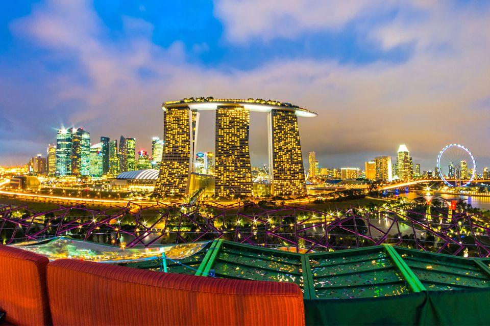 Les monuments et les balades, singapore skyline city urban marina bay landmark architecture tourism building travel asia scene attraction destination night famous