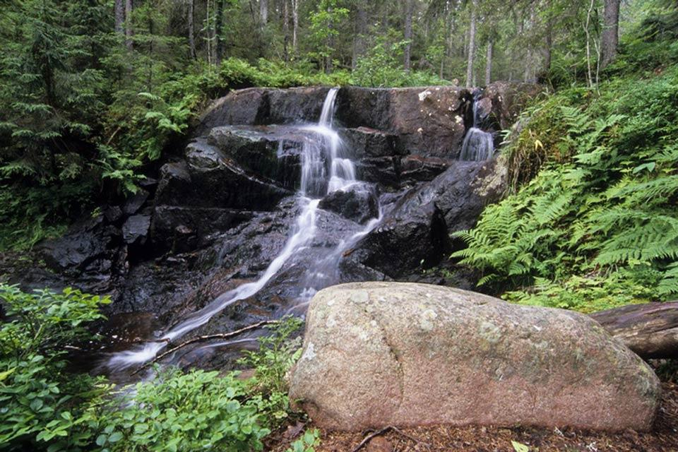 The lakes and waterfalls , Sweden's waterways , Sweden