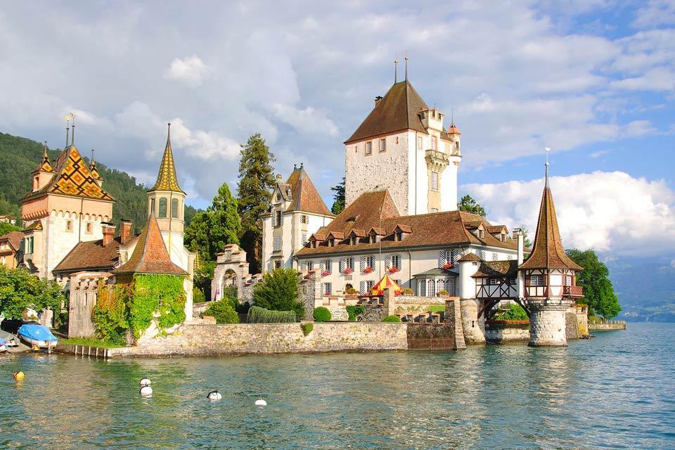 L'Oberland bernese e lo Schweizer Mittelland , Il castello di Oberhofen , Svizzera
