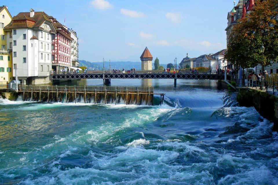 La regione del lago dei Quattro Cantoni , Il ponte di Lucerna , Svizzera