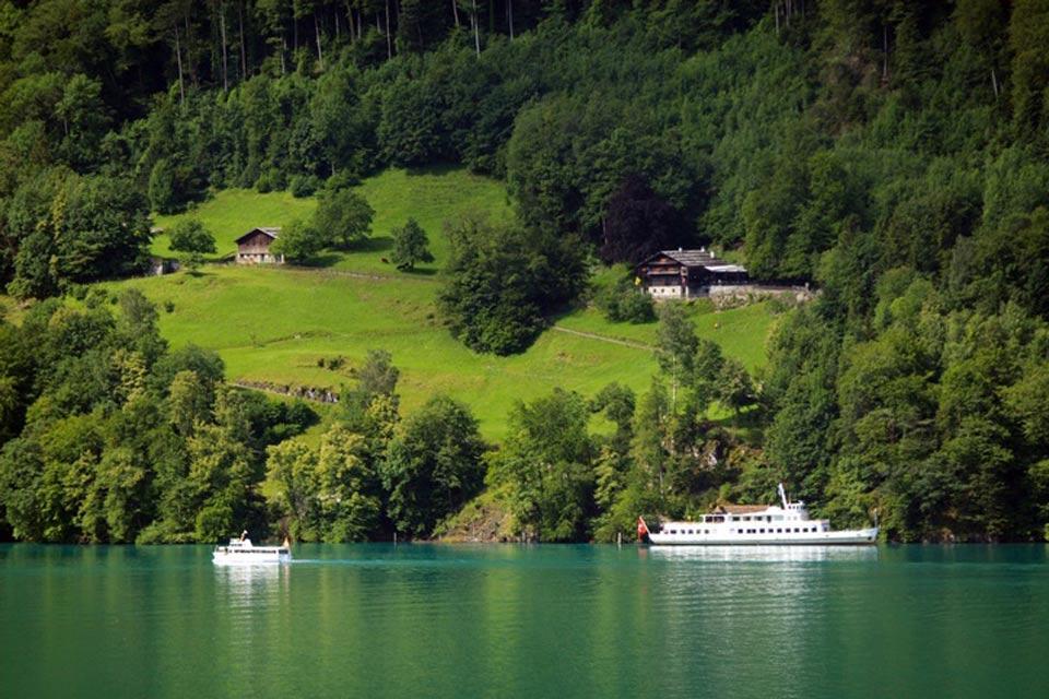 La regione del lago dei Quattro Cantoni , Una gita sul lago , Svizzera