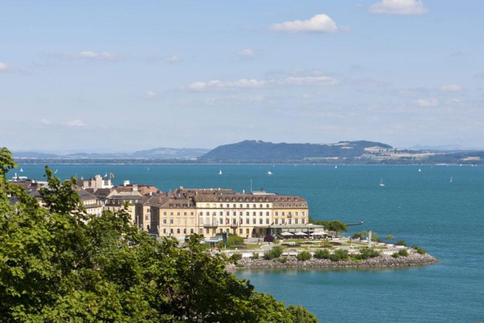 Le canton de Neuchâtel et l'Arc jurassien , Un lac 100 % suisse , Suisse