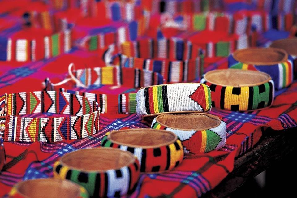 Handicrafts and music - Tanzania