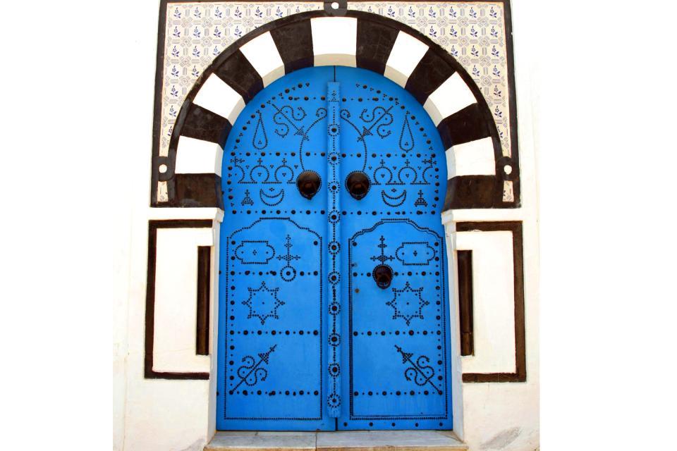 Le porte in legno chiodato , Porta in legno con chiodi a vista , Tunisia
