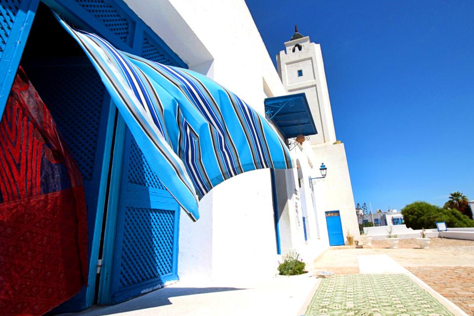 Le porte in legno chiodato , Porta tradizionale tunisina , Tunisia