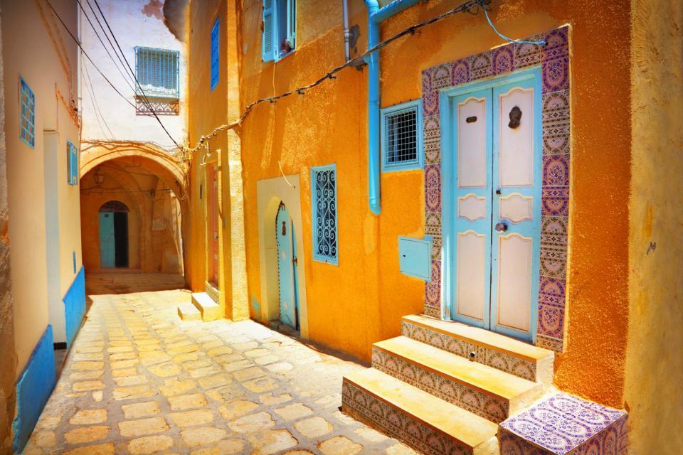 Le porte in legno chiodato , Porta in legno tunisina , Tunisia