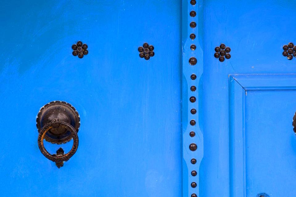 Le porte in legno chiodato , Porte tunisine con chiodi a vista , Tunisia