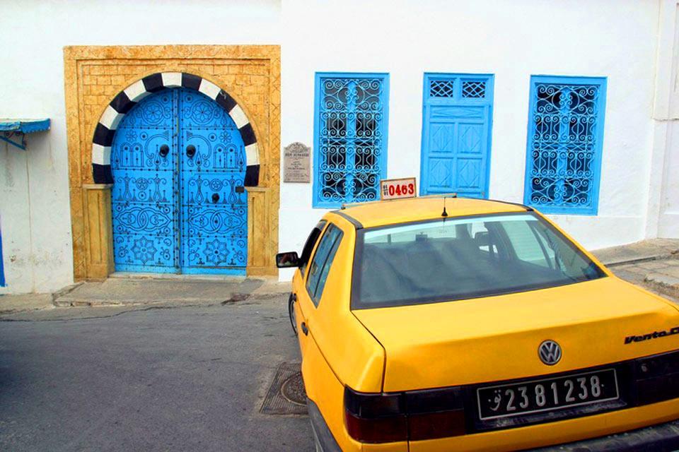 Le porte in legno chiodato , Porta tipica tunisina , Tunisia