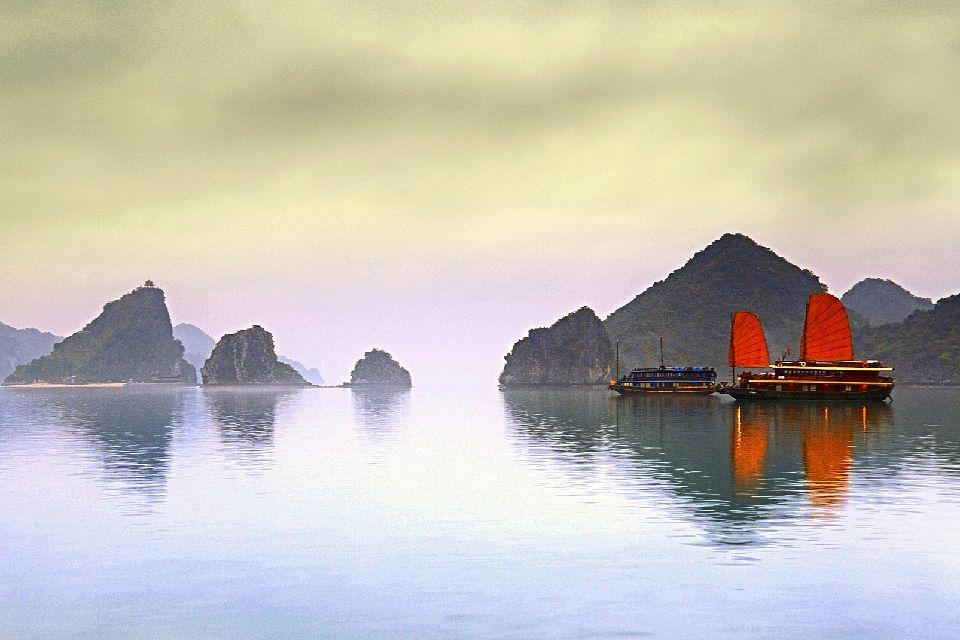 La bahía de Along , Noche en la bahía de Along , Vietnam