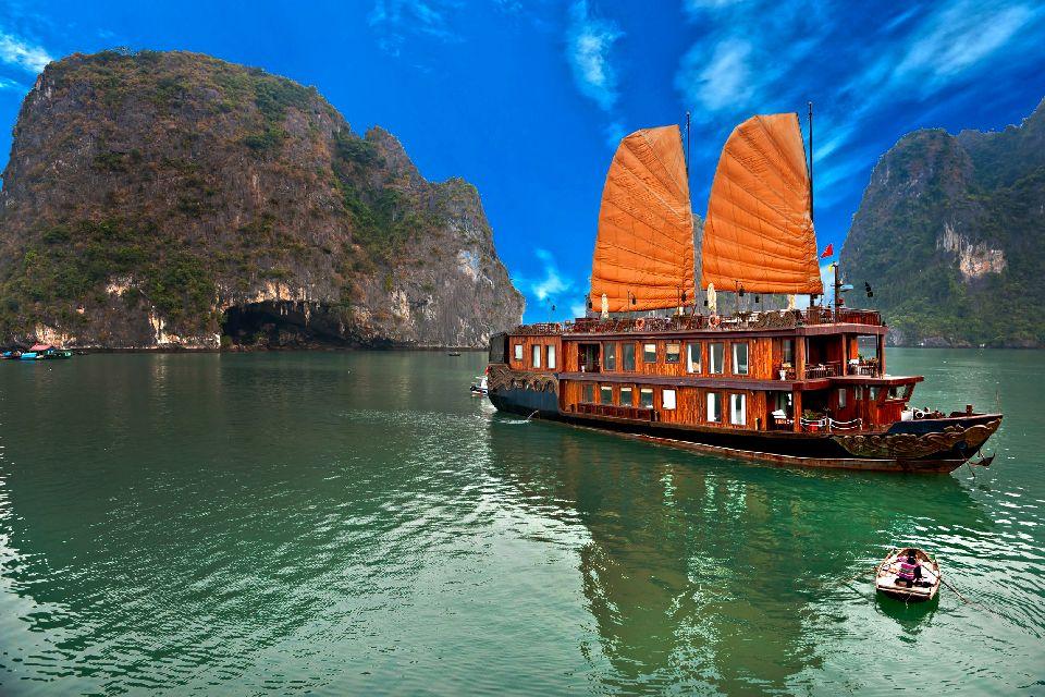 La bahía de Along , Crucero por la bahía , Vietnam