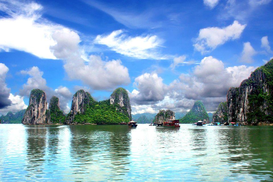 La bahía de Along , Puesta de sol en la bahía , Vietnam