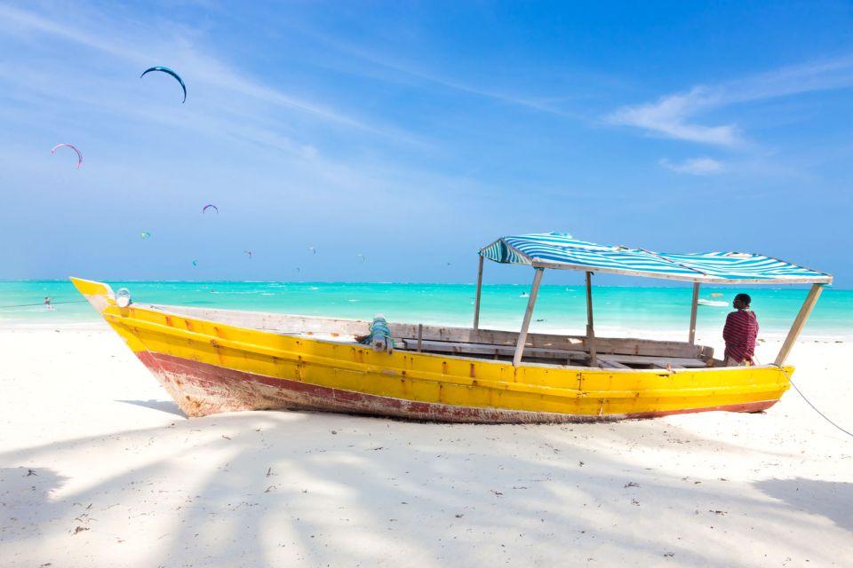 Dhow en la playa de Nungwi, La costa del noroeste, Las costas, Zanzibar
