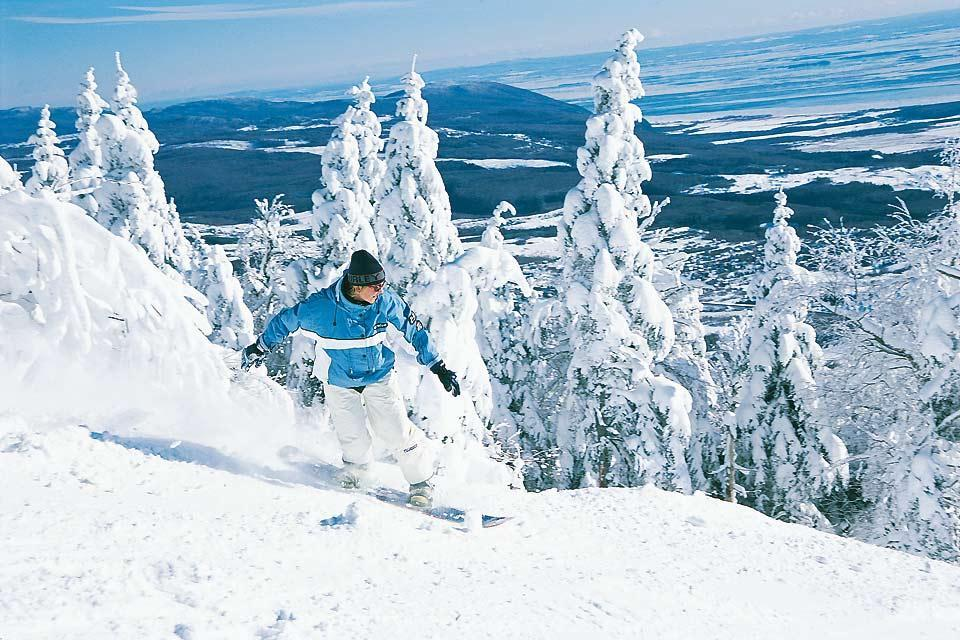 Winter activities , Skiing in Quebec , Canada