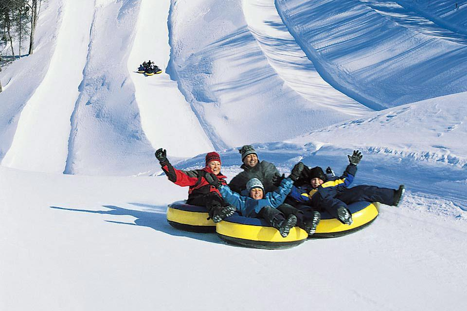 Winter activities , Snow Tubing , Canada