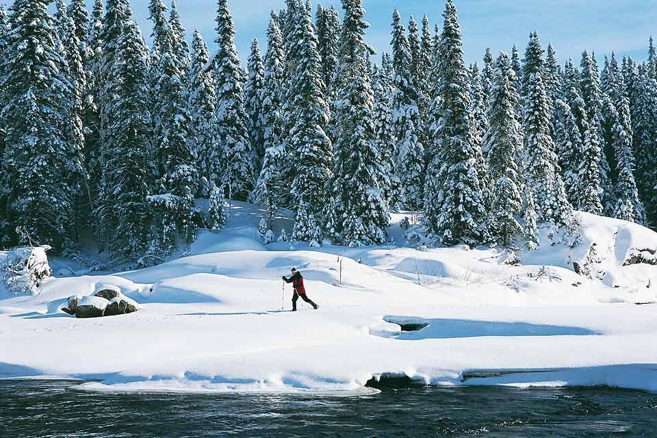 Winter activities , Cross-country skiing and snowshoeing , Canada