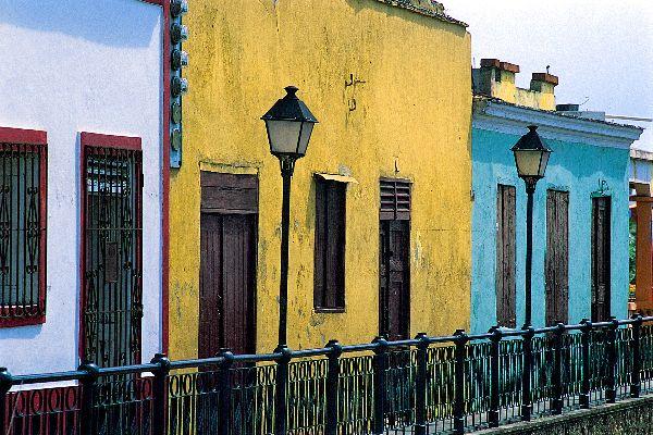 La Zona Colonial, el casco histórico , Fachadas coloridas , República Dominicana