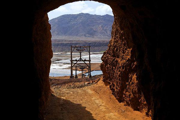 Die Insel Sal: Die Salinen , Zugang zum Krater , Kap Verde