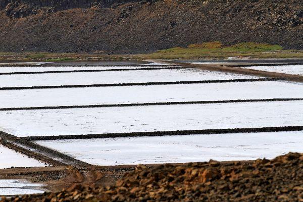 Die Insel Sal: Die Salinen , Salinen auf dem Kraterboden , Kap Verde