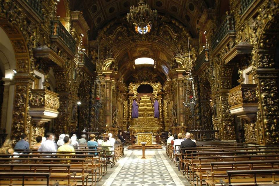 Il Monastero di Sao Bento , Un lavoro di scultura su legno , Brasile