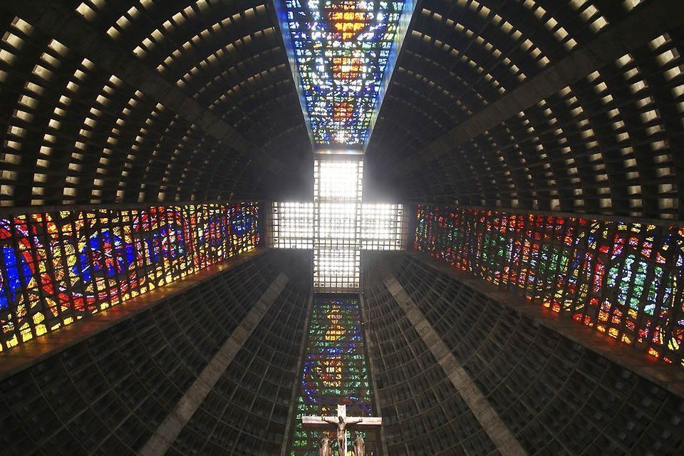 La catedral metropolitana de San Sebastián , Un diseño de pirámide moderna , Brasil