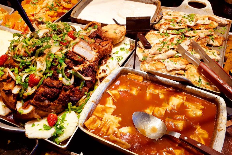 A la votre !, Les restaurants au kilo, Les traditions, Brésil