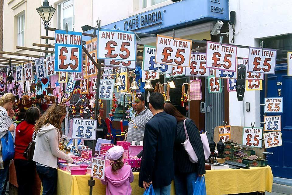 I saldi londinesi , Apple Market, Covent Garden, Londra , Regno Unito