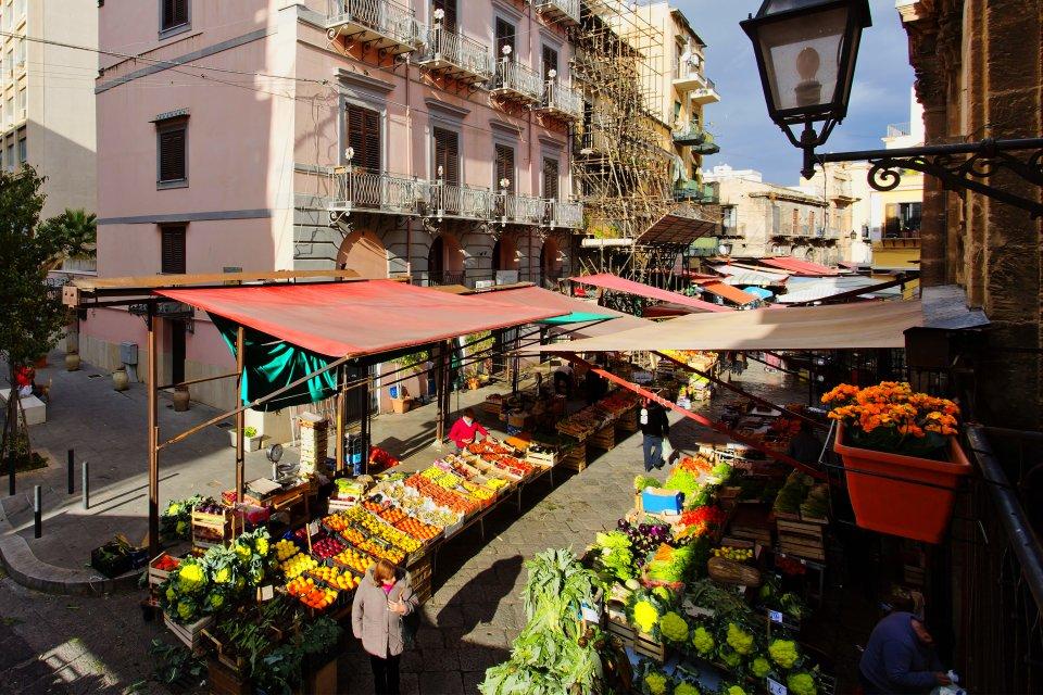 Ein Marktstand., Die Märkte, Die Traditionen, Sizilien
