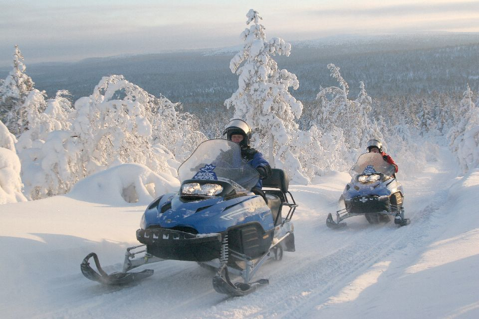 Safaris en motoneige , Un véhicule commun , Finlande