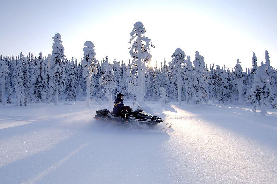Safaris en motoneige , 200 km/h! , Finlande