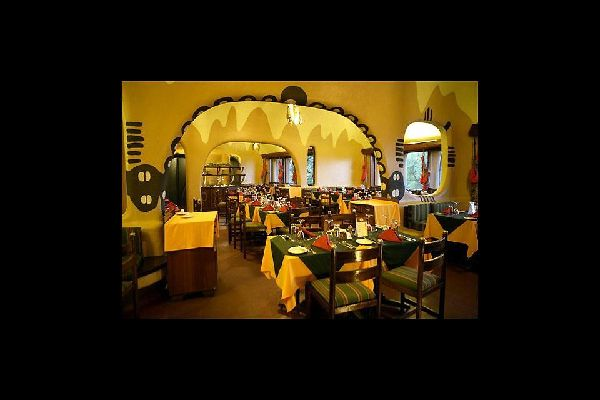 Hotels , The restaurant at Mara Serena Safari Lodge , Kenya