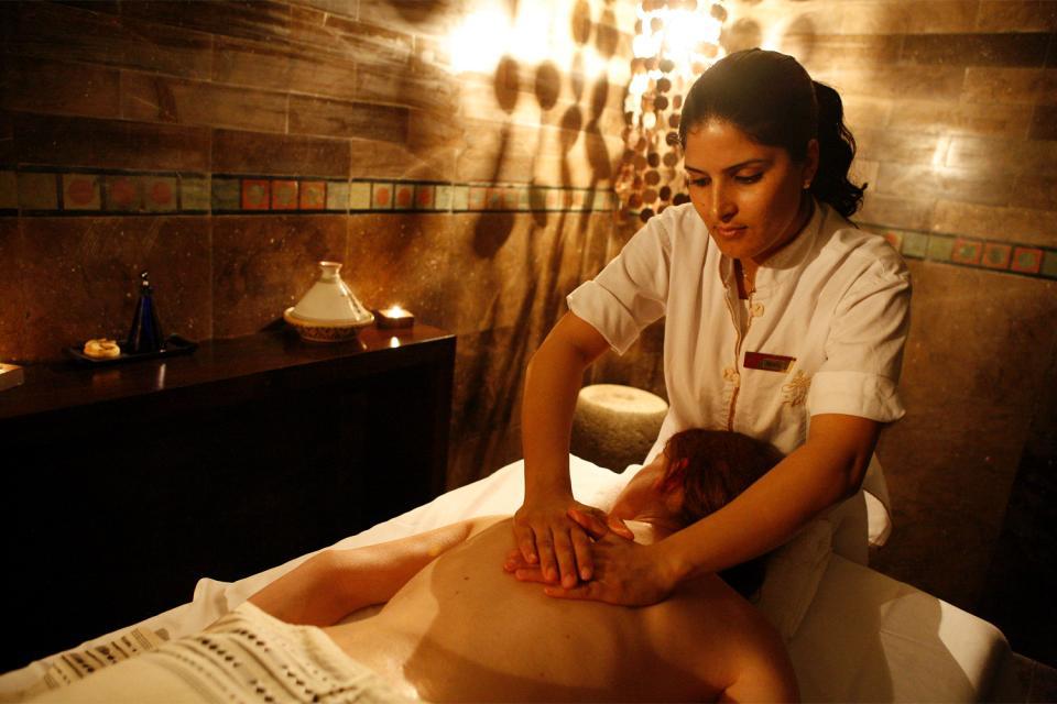 Les centres de thalasso , Le massage; à la fois loisir et tradition , Tunisie