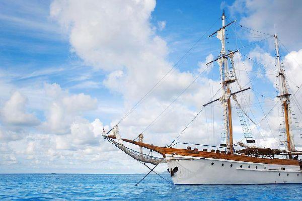 Cruises , Cruising on a sailing boat in Fiji , Fiji