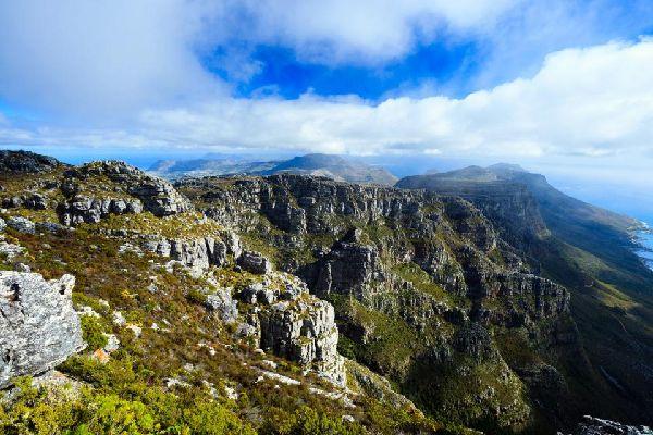 Die Bergkette Drakensberg , Die Bergspitze , Südafrika