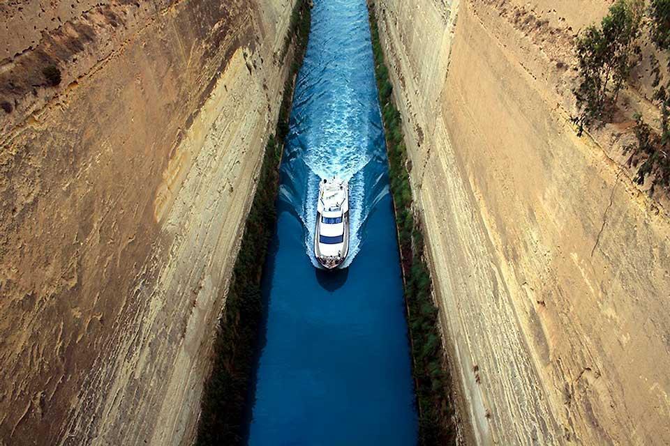 Le littoral du Péloponnèse , Le canal de Corinthe , Grèce