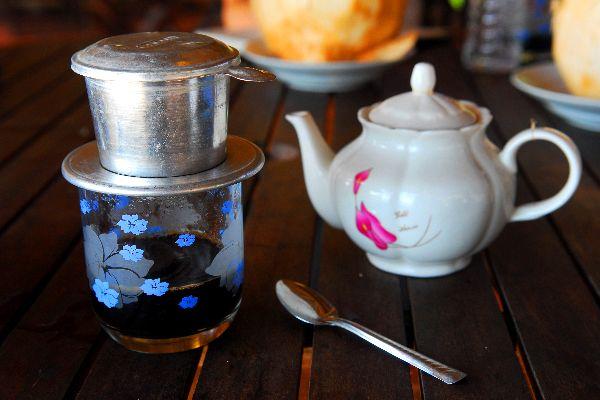 L'influenza cinese, le marionette , Il tè, la bevanda locale , Vietnam