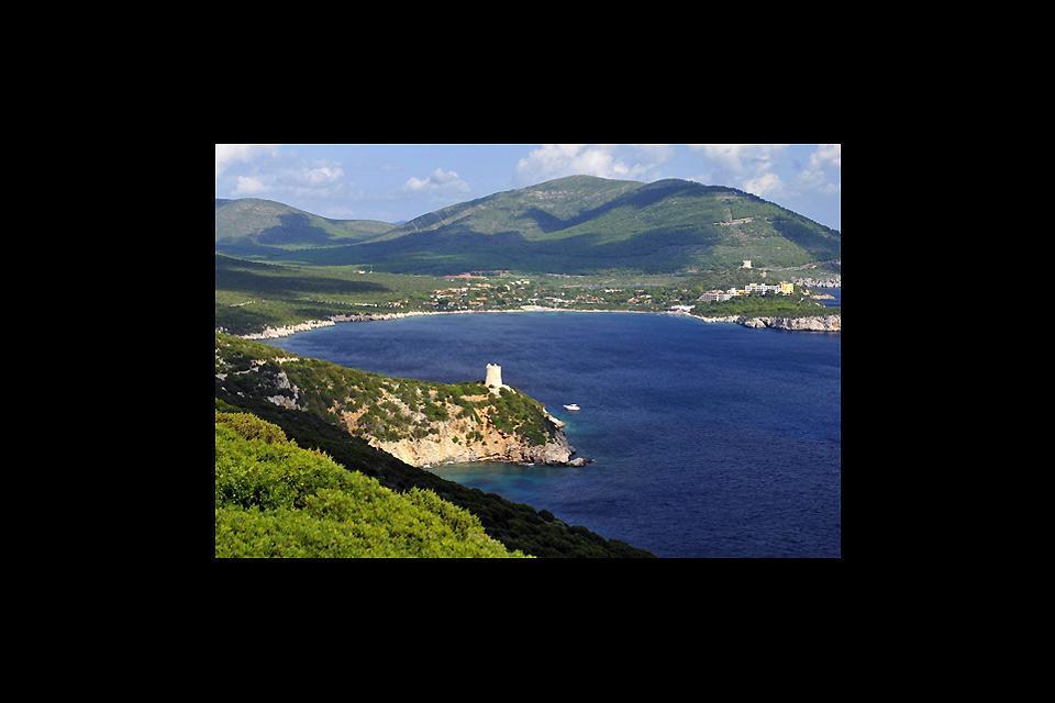 La bahía de Porto Conte , Las torres de Porto Conte , Italia