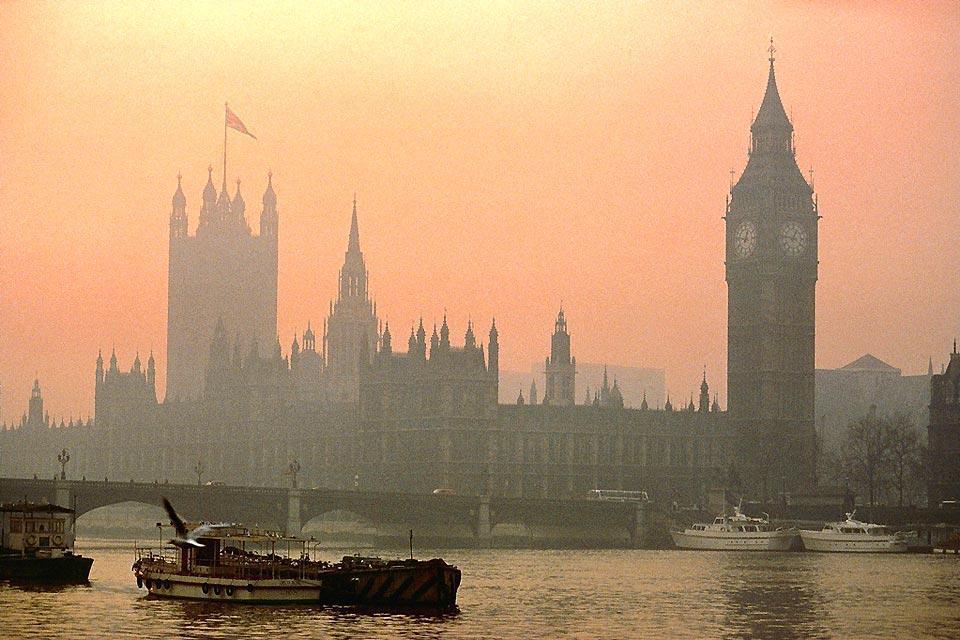 Las orillas del Támesis , Las Cámaras del Parlamento al amanecer , Reino Unido